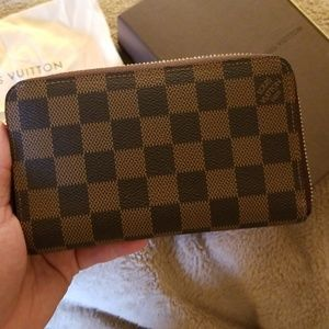 Louis Vuitton zippy compact wallet old style